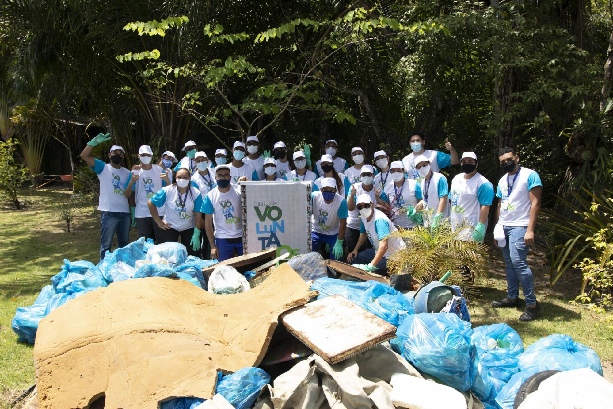 Colaboradores da M. Dias Branco realizaram limpeza de mangue no entorno do Grande Moinho Aratu